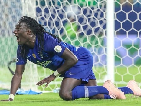 Al-Hilal: Bafetimbi Gomis Terrifies Young Ball Boy With 'Panther Walk' Goal Celebration, Apologises After Match (Video)
