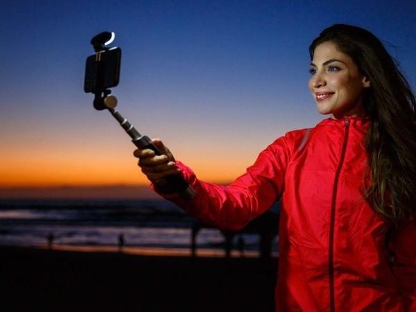 Light-Equipped Selfie Sticks - The Pictar Smart-Light Selfie Stick Optimizes Smartphone Photography (TrendHunter.com)