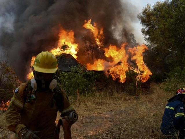 Blaze cuts Athens motorway link