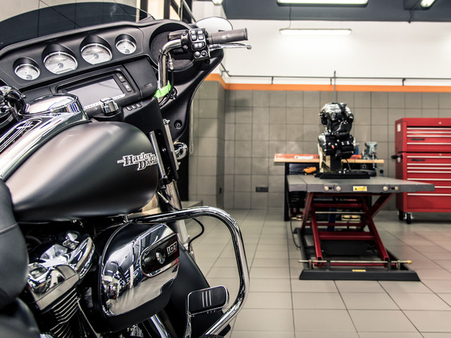 Disassembling and reassembling the Harley-Davidson Milwaukee-Eight engine
