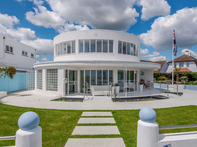 PHOTOS: Take a look inside this futuristic Frinton home that's selling for £1 million