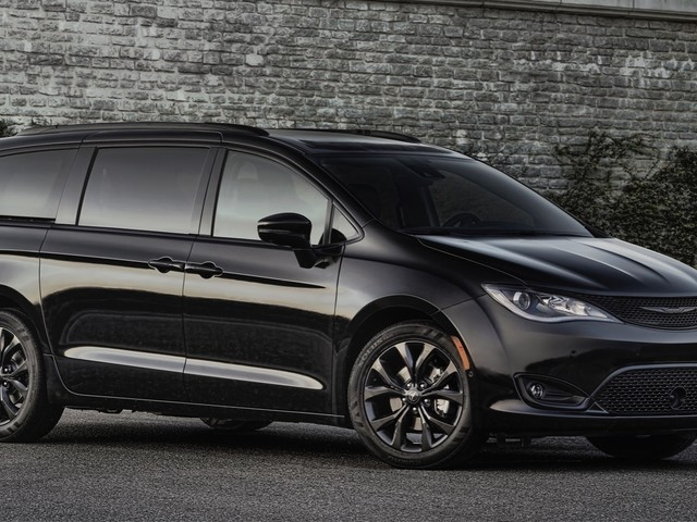 Chrysler confirms Pacifica-based crossover, will arrive by mid-2019