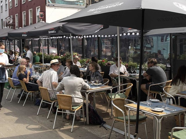 Hospitality sector guidelines published two days before indoor dining reopens