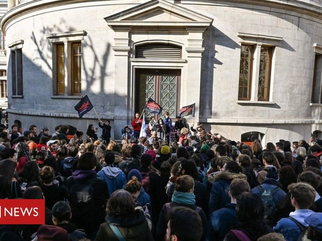 Student poverty: French march in protest after suicide bid