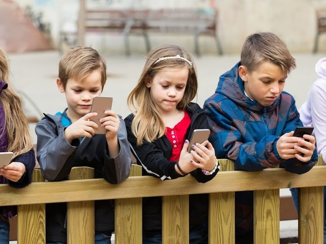 Keeping your Kids Mobile Safe at School
