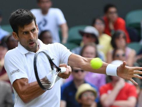 Federer, Djokovic get free passes at Wimbledon