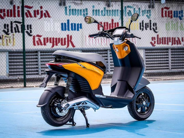 Piaggio One Electric Scooter Specs Revealed – Up To 100 Kms Range