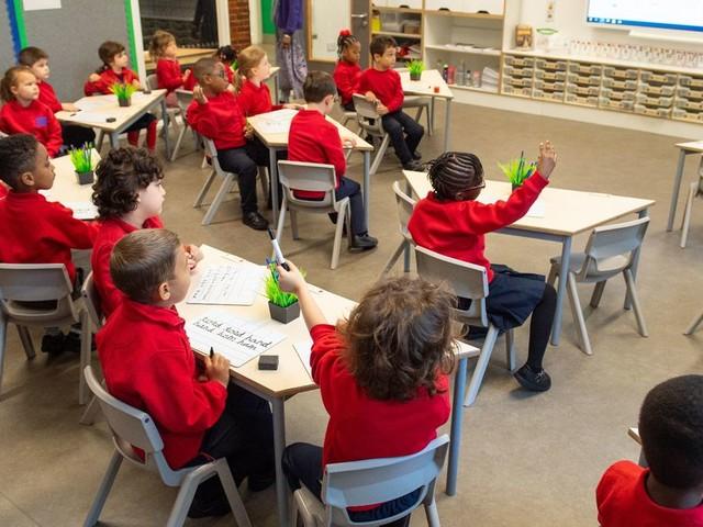Union tells primary school teachers it is unsafe to return to work on Monday