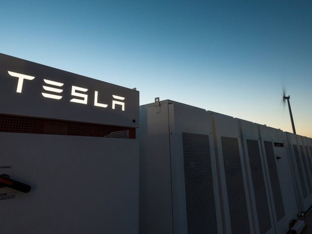 Tesla finishes installing mega-battery in Australia
