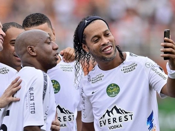 Ronaldinho Nonchalantly Scores From Inside Own Half During Brazilian Exhibition Match (Video)