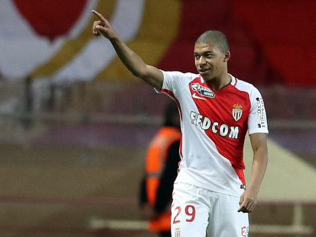 PSG swoop for Mbappe, no move for Sanchez