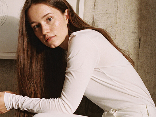 "Sigrid Postpones Heartbreak On The Anthemic ""Don't Feel Like Crying"""