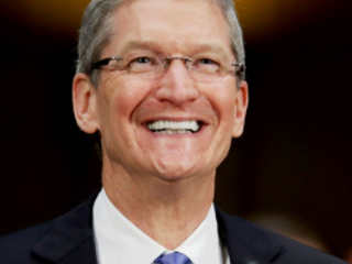 Tim Cook sits with Bloomberg, talks about Apple, tariffs and Donald Trump (VIDEO)