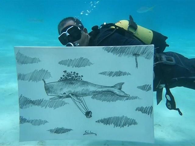 Cuban artist creates drawings underwater