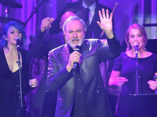 Neil Diamond, Diagnosed with Parkinson's Disease, Retires From Touring
