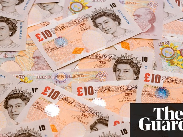 The old £10 note: £2bn worth must be spent in a few days