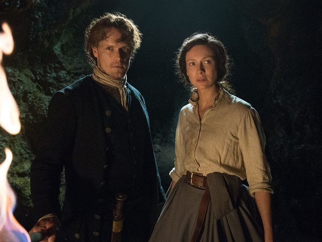 'Outlander' stars Caitriona Balfe and Sam Heughan discuss the Season 3 finale's twist ending