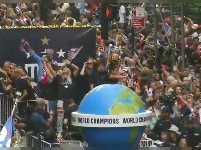 US World Cup champions celebrate in jubilant parade