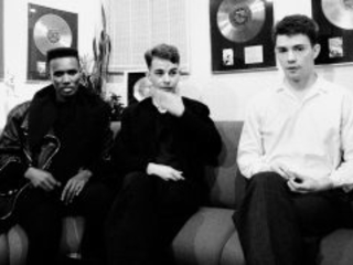 Share Unreleased Talking Heads Cover Track 'Houses In Motion'
