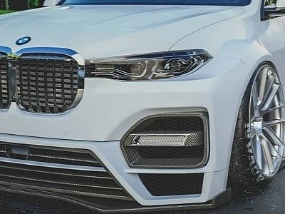 "BMW X7 ""Ultra Widebody"" Is Crazy About Fitment"