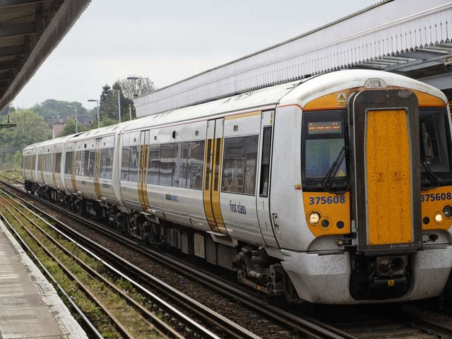 Southeastern railway gets temporary franchise extension