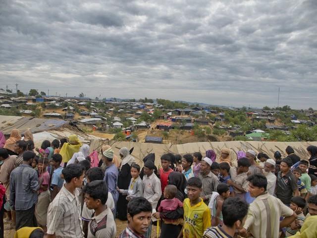 Aung San Suu Kyi signs agreement with Bangladesh on the return of Rohingya to Myanmar
