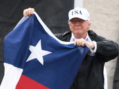 Trump praises Texans on trip to Harvey disaster zone