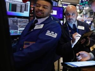 US stocks dip ahead of looming weekend deadline on trade
