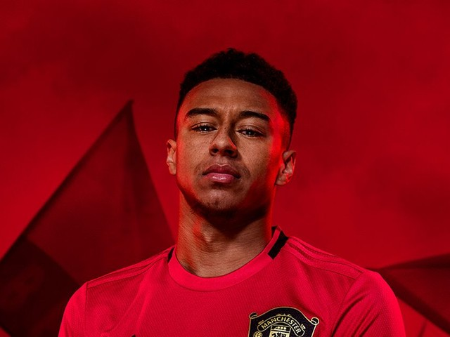 Manchester United fans spot the same problem with new 2019/20 home kit