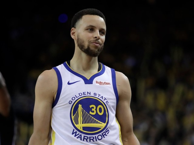 2 plays show how Stephen Curry still terrifies opponents and makes the Warriors offense click
