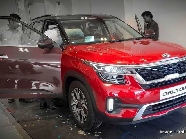 MG Hector vs Kia Seltos on road prices in 11 cities across India