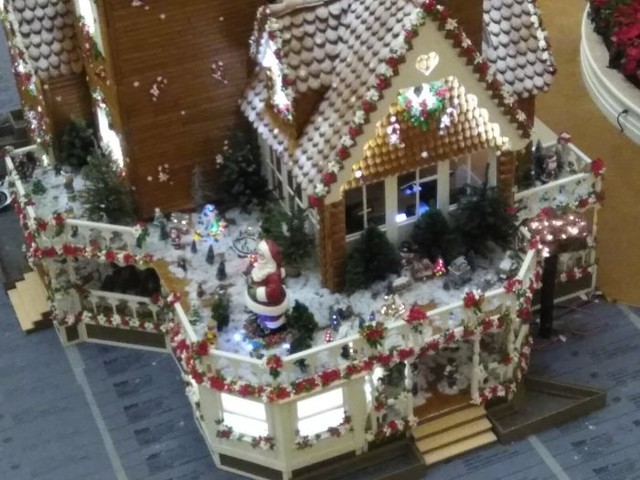 Grand Floridian's 2018 Gingerbread House Almost Complete