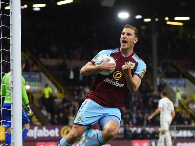 Ladbrokes respond to Burnley over Leeds United tweet after Championship club cause Carabao Cup shock