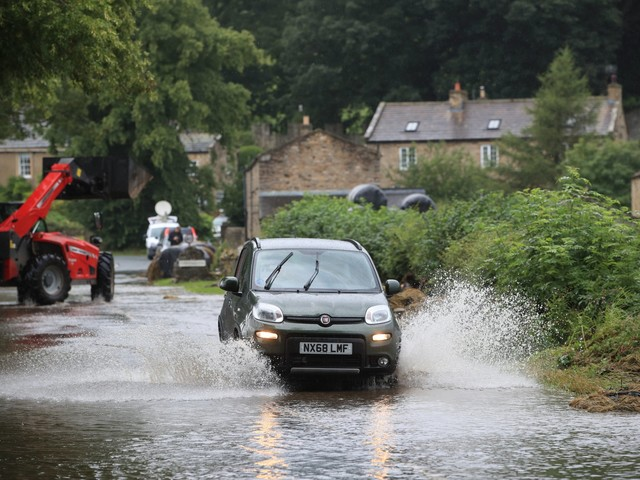 UK weather live: Heavy rain and winds of 60mph set to batter Britain ahead of wet weekend