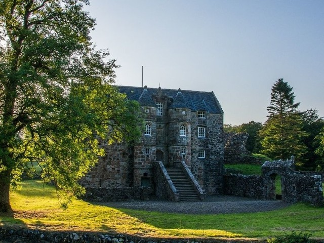 You can now rent a 12th century Scottish castle on Airbnb and there's even a golf course