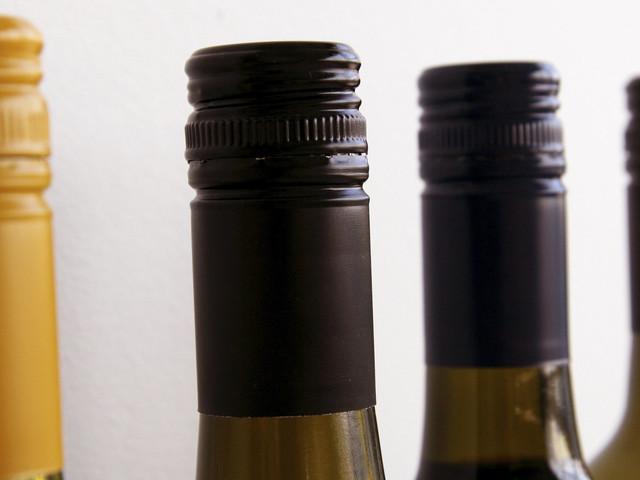 Wine Expert Explains Why Screw Tops Are Better Than Corks On Wine Bottles