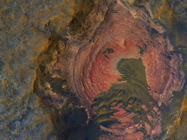 Staggering images of Mars like you've never seen before