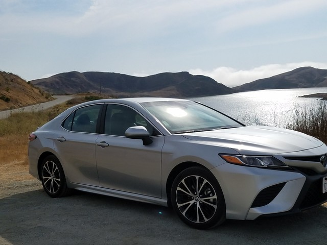2018 Toyota Camry SE Rental Review – Three Dressed Up as a Nine?