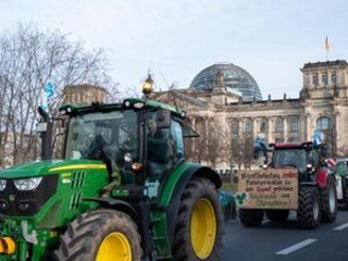 Protesters in Berlin support environment-friendly farming