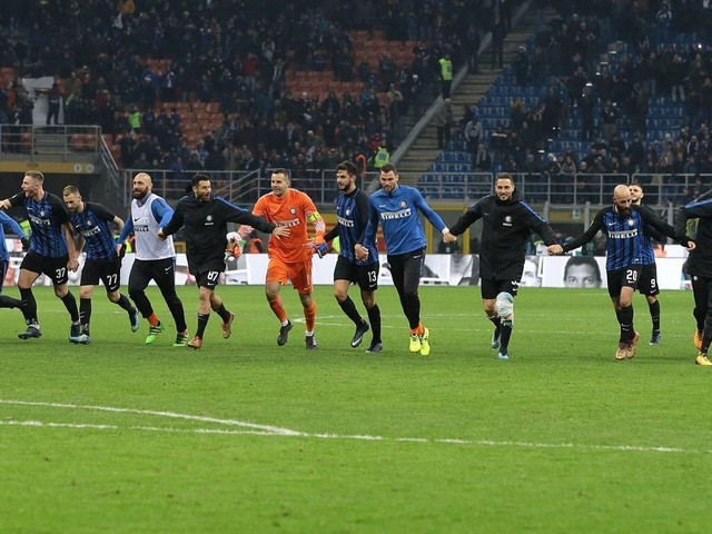 Inter thrash Chievo to move top of Serie A