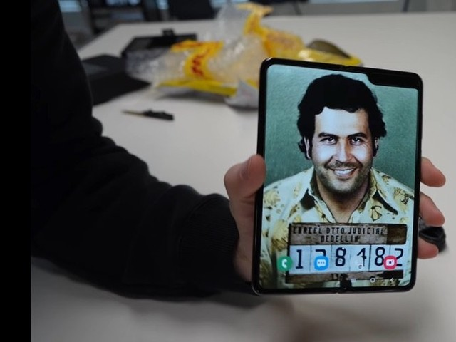 Pablo Escobar Fold 2 smartphone gets unboxed (Video)