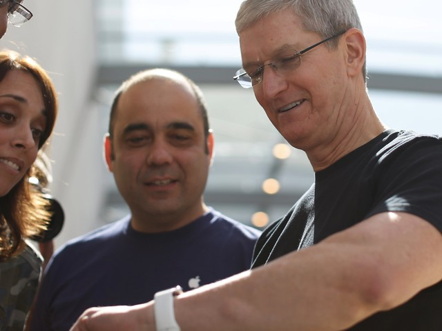 Here's how Apple could use the Apple Watch to break into a whole new market for itself with healthcare (AAPL)