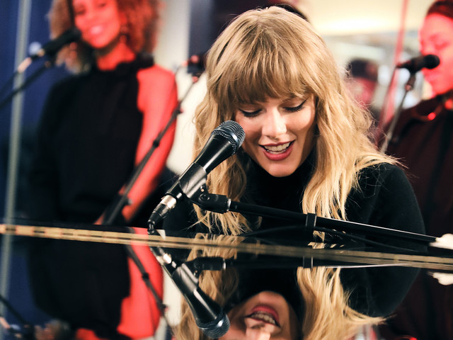 Taylor Swift Performs New Version of 'Call It What You Want' at SiriusXM