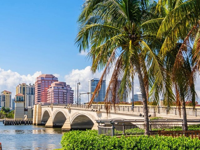 Palm Beach County has around 44 billionaires. The super-rich are flocking there for business opportunities, convenient transport links, and a chance to live in 'paradise.'