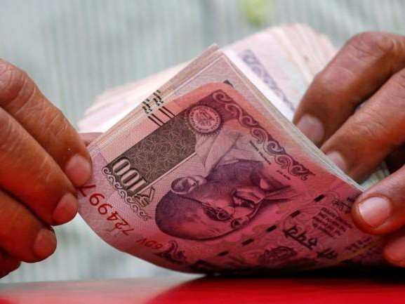 Rupee recovers but trades lower at 68.91 per dollar