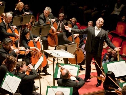 Philadelphia Orchestra turns into football fans