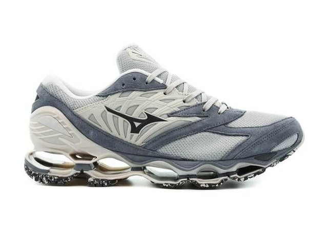 Suede Comfort-Centric Sneakers - Mizuno Launches New Iterations of the Wave Prophecy LS and Mujin TL (TrendHunter.com)