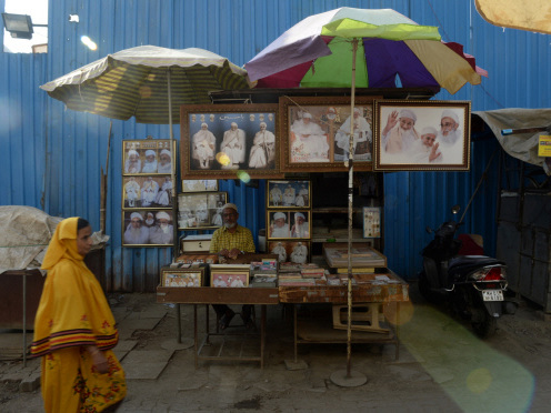 Religion, free homes spur Mumbai's Bhendi Bazaar revamp