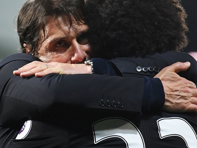 Willian hugs his way out of transfer rumour STORM