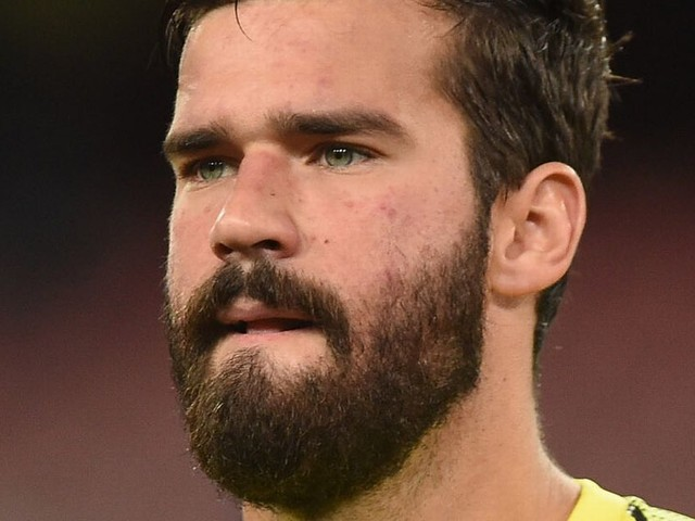 Alisson names the two current goalkeepers he studies to improve his game